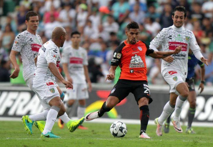 Con los goles de los colombianos Stefan Medina (minuto 65) y Wilson Morelo (90+2), los Tuzos vencieron a Jaguares este sábado. (Notimex)
