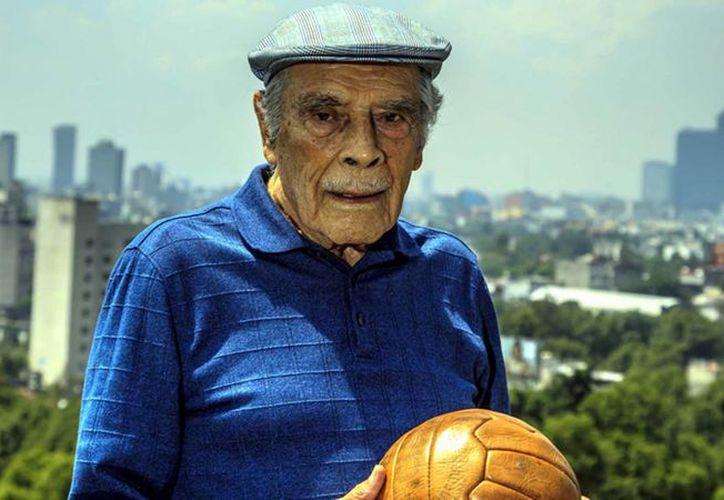 'Don Nacho' Trelles fue reconocido por el Senado por su trayectoria en el futbol mexicano. (Foto tomada de nvinoticias.com)