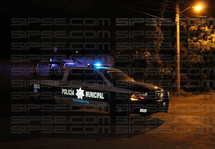 En la delegación Alfredo V. Bonfil un hombre fue herido de bala, autoridades en el lugar. (Foto: Redacción/SIPSE)