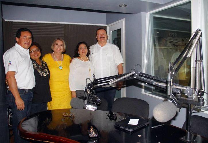 Los invitados al programa radiofónico que se transmite por el 100.1 de la Nueva Amor.