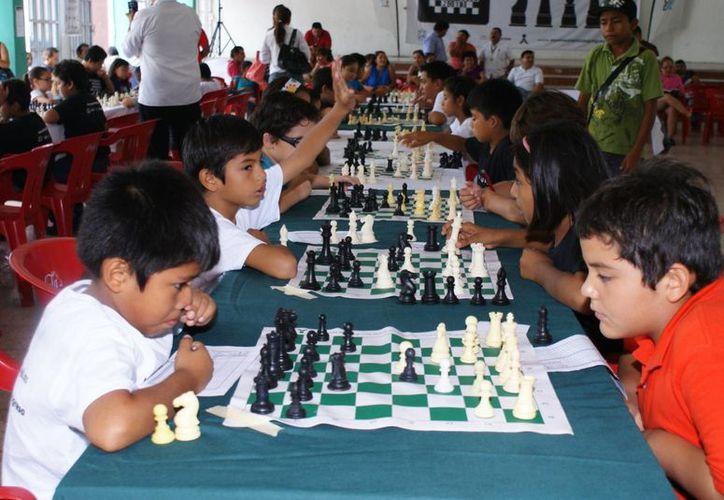 El ajedrez está íntimamente relacionado con el desarrollo de las funciones del pensamiento lógico-matemático, razonamiento y comprensión. (Archivo/ SIPSE)