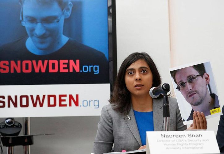 Naureen Shah, directora del Programa de Seguridad y Derechos Humanos de Amnistía Internacional USA, durante la conferencia de prensa en que se pidió al presidente Barack Obama que perdone a Edward Snowden, el miércoles 14 de septiembre en Nueva York, EU. (AP/Mary Altaffer)