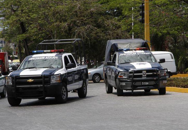 Los policías municipales implementaron un operativo para encontrar el vehículo que se dio a la fuga. (Tomás Álvarez/SIPSE)