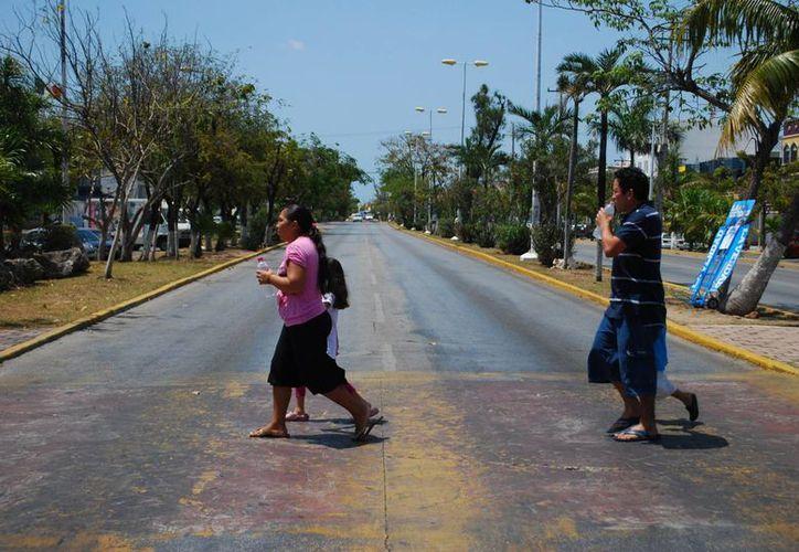 La Cicloruta se realizaba en la avenida Tulum, entre las avenidas Cobá y Chichen Itzá. (Tomás Álvarez/SIPSE)