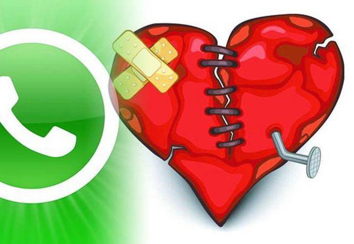 Las aplicaciones a la larga tienen efectos negativos como los celos y el control de tu pareja. (RT)
