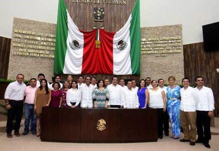 Imagen de los 25 legisladores en el Congreso del Estado que resaltaron acuerdos logrados en el periodo ordinario. (Milenio Novedades)