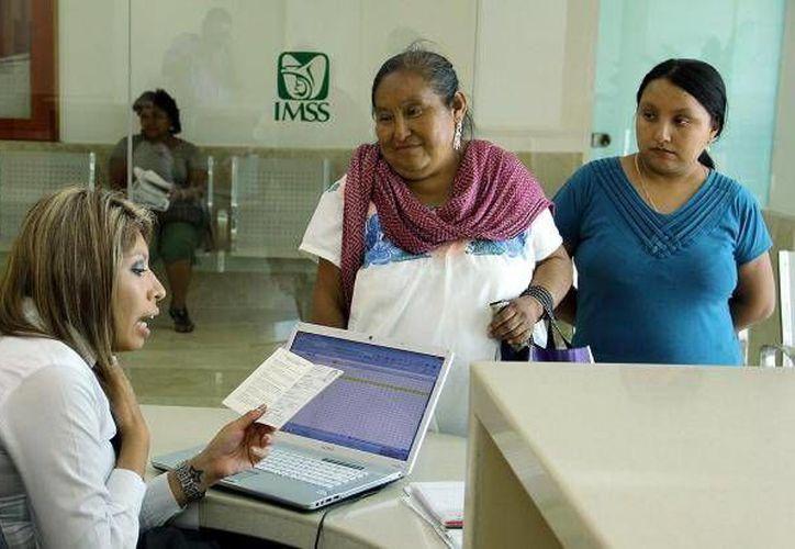 El IMSS brinda en promedio medio millón de consultas al día, indica su titular. (Archivo/SIPSE)