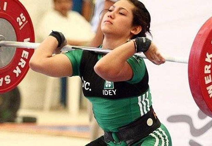 La yucateca Viviana Muñoz es una de las cartas fuertes de halterofilia en el Estado. (Milenio Novedades)