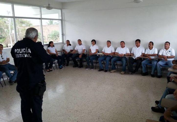 El general retirado Carlos Bibiano Villa Castillo impartió cátedra durante los cursos. (Cortesía/SIPSE)