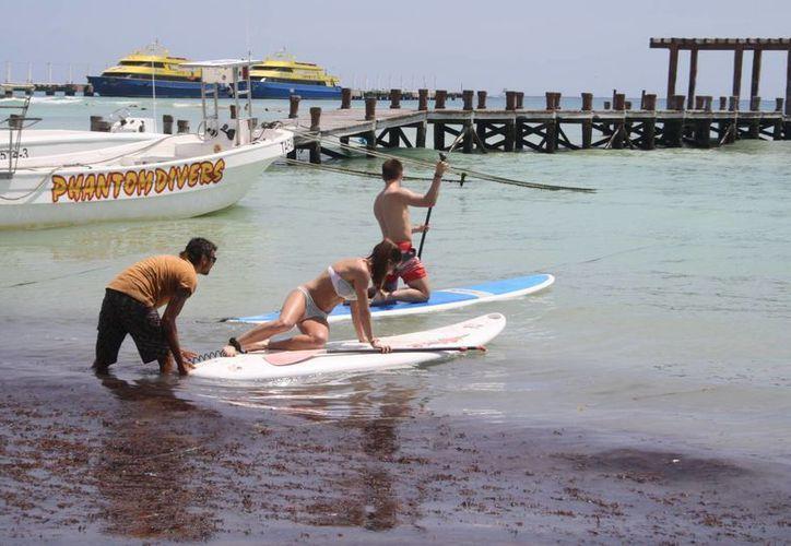Los turistas disfrutar de las actividades con la mejoría del clima. (Octavio Martínez/SIPSE)