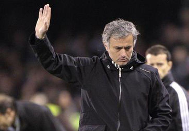 Mourinho no ha tenido suerte al llegar a su cuarta temporada en cualquier club. (Agencias)