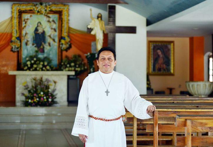 Padre Miguel Medina Oramas, párroco de María Reina de los Ángeles, invitó a los fieles al Congreso Mariano Carismático. (Milenio Novedades)
