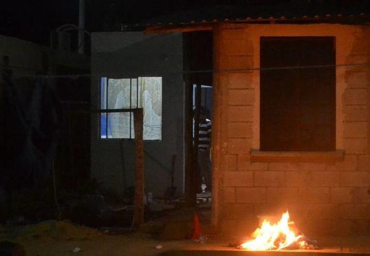 Algunas personas tenían miedo que se propagará el incendio al pensar que era su casa la que se incendiaba. (Redacción/SIPSE)