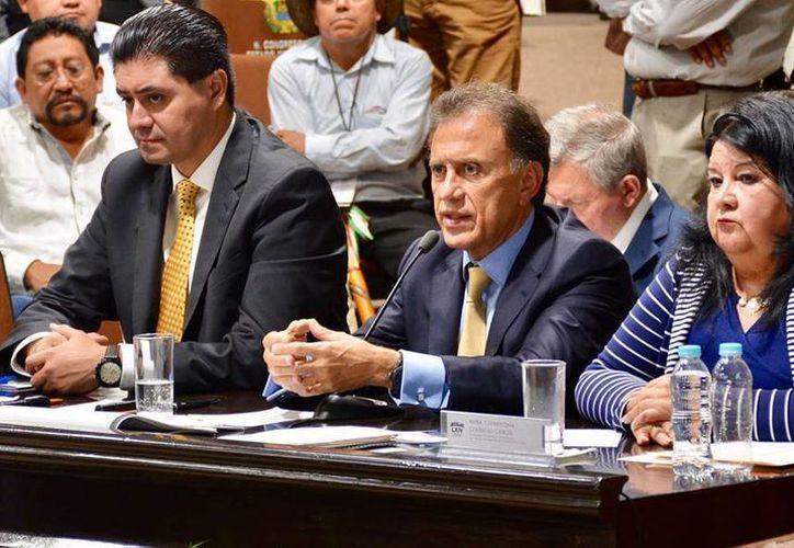 Yunes Dijo que la nueva administración buscará lograr el equilibrio presupuestal en los próximos dos años. (facebook.com/MiguelAYunesLinares)