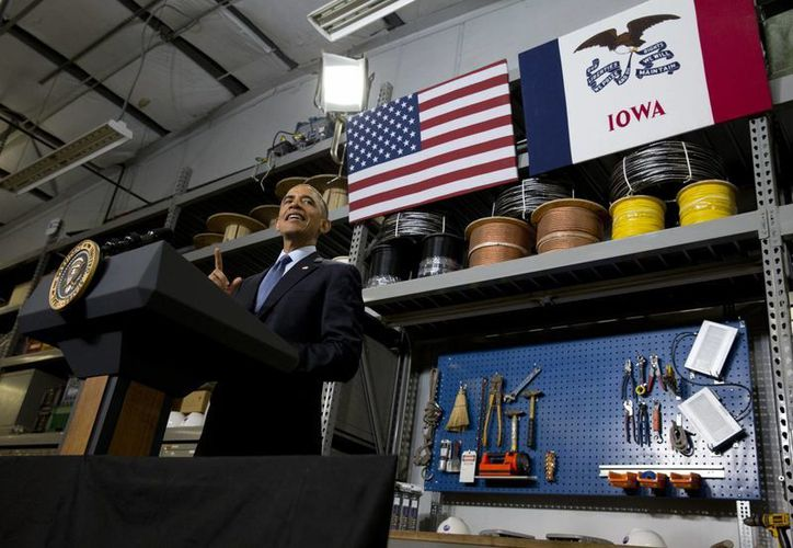 El presidente Barack Obama habla sobre su propuesta de Internet rápido en un taller de la ciudad de Cedar Falls, Iowa. (Foto: AP)
