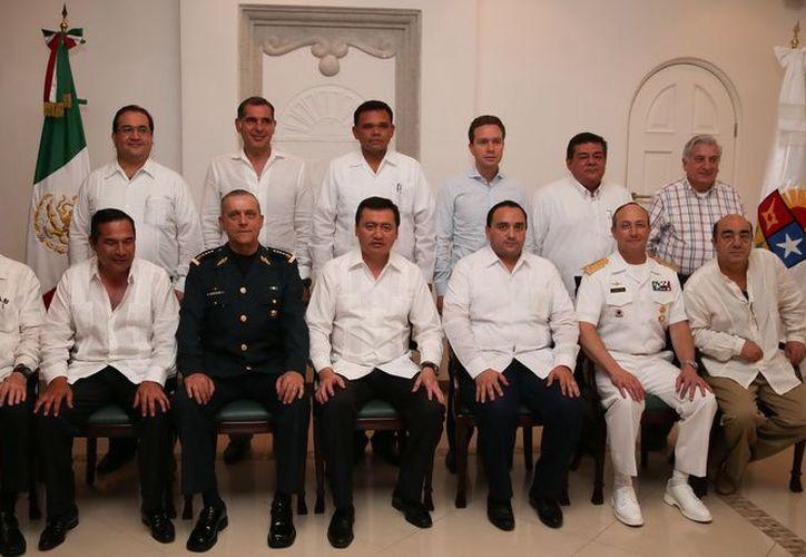 Gobernadores y gabinete federal de seguridad durante la reunión en Cancún. (Cortesía/SIPSE)