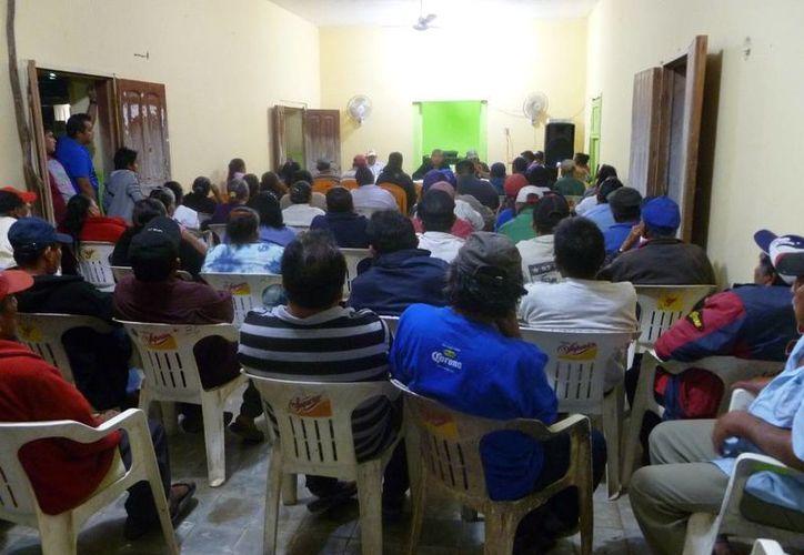 Los ejidatarios de la población El Cedral realizaron una reunión. (Raúl Balam/SIPSE)
