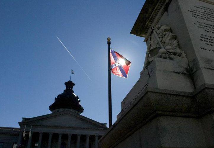 La Bandera Confederada es uno de los símbolos preferidos del joven que mató a nueve afroamericanos en una iglesia metodista. (EFE)