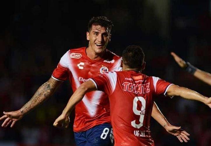 El cuadro dirigido por Pablo Marini, sumó sus tres primeras unidades en el torneo, mientras que Santos se estancó en un punto.(Foto tomada de Facebook/Tiburones rojos de Veracruz)