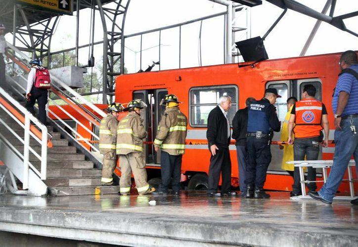 Imagen del choque de los trenes del Metro de la Ciudad de México tuvieron un choque este lunes en la estación Oceanía de la Línea 5. (Notimex)