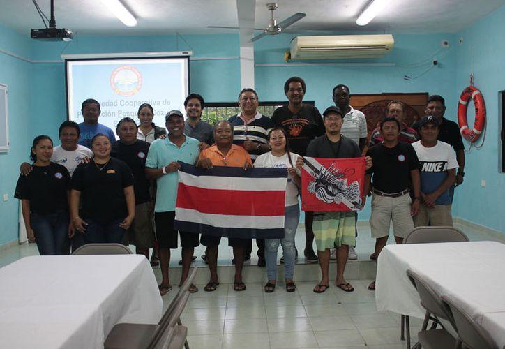 Los pescadores de Cozumel recibieron en las instalaciones de la Cooperativa Pesquera a sus homólogos centroamericanos. (Gustavo Villegas/SIPSE)