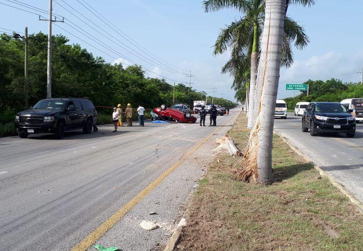 El conductor de la unidad tipo Sonic, color rojo y con placas de Quintana Roo UVH-067-E, circulaba a exceso de velocidad. (SIPSE)