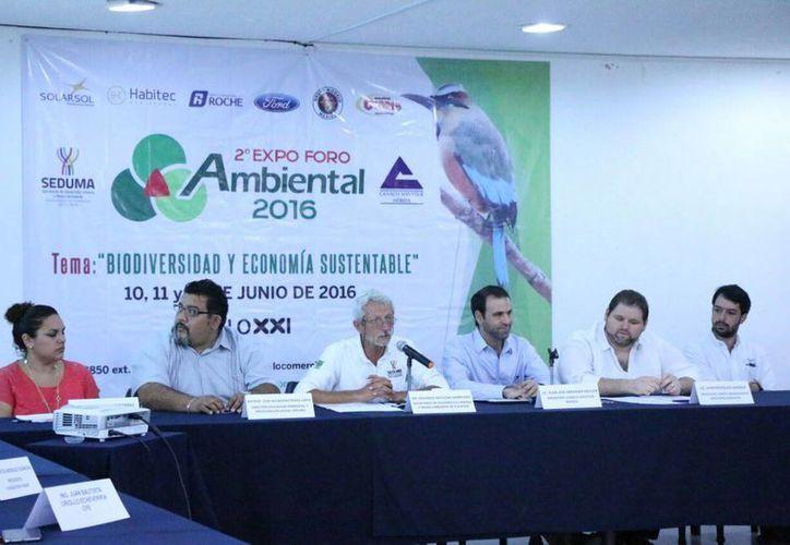 Imagen de la rueda de prensa del  Segundo Expo Foro Ambiental 2016 en donde se anunció la entrega de un premio ciudadano denominado Iniciativa Yucatán sustentable que incluye un bono de 10 mil pesos. (Milenio Novedades)