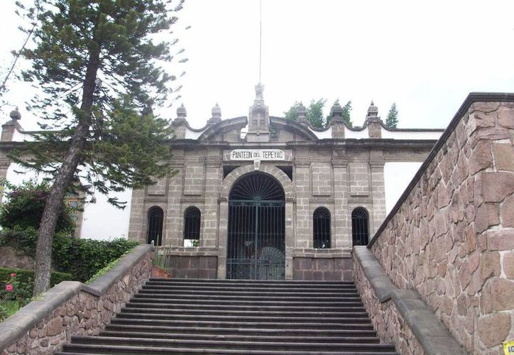 El cementerio del Tepeyac, construido atrás de la Basílica de Guadalupe está cerrado al público, y sólo puede visitarse con permiso especial de las autoridades. (esacademic.com)