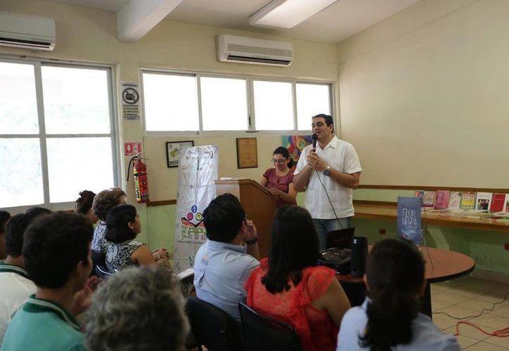 A través de Twiiter, el presidente Enrique Peña Nieto felicitó a los maestras y maestros de México. (Notimex)