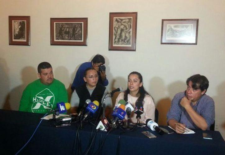 Frida Navidad denunció que todo el proceso de investigación de la desaparición de su padre se encuentra plagado de inconsistencias, por lo que urge que la Federación atraiga el caso. (MVS Noticias)