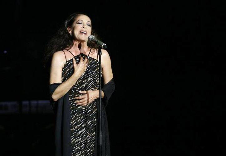 La cantante española Isabel Pantoja fue hospitalizada a consecuencia de una descompensación de azúcar y problemas en el riñón. (Archivo EFE)
