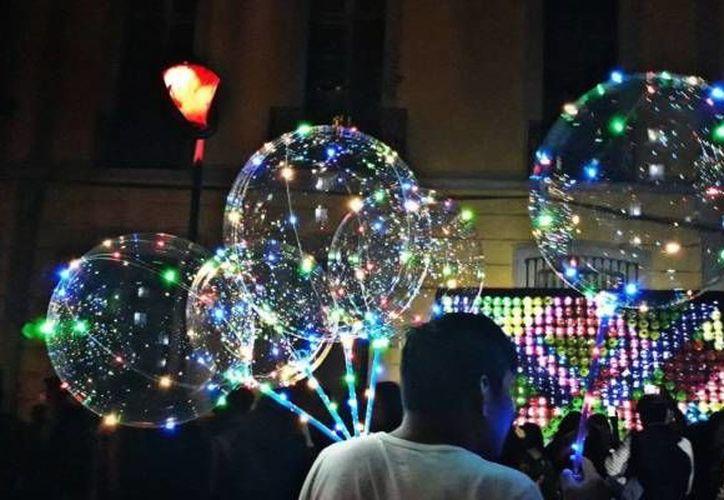 Los globos con foquitos LED se venden en casi cualquier semáforo de la ciudad. (Foto de instagram de @20s)