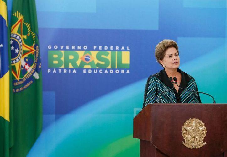 Imagen de Dilma Rousseff, presidenta de Brasil, cuando presentó un paquete de medidas contra la corrupción como respuesta a las manifestaciones antigubernamentales. (Archivo/Notimex)