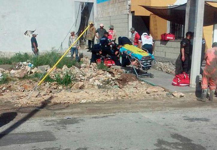 El techo de una construcción se cayó sobre varios trabajadores, en el fraccionamiento Juan Pablo II, en Mérida. (SSP Yucatán en Twitter: @PoliciaYucatan)