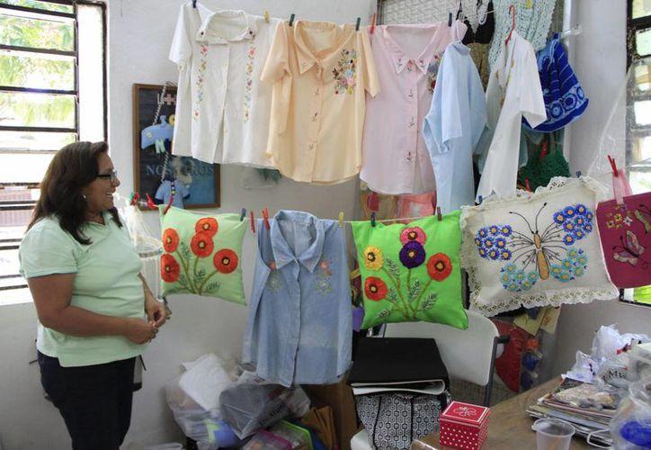 Se ofrece taller de corte y confección básico en el centro comunitario. (Tomás Álvarez/SIPSE)