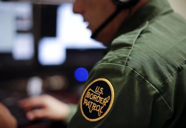 Muchos agentes pasan el turno completo sin encontrar un solo migrante. (AP)