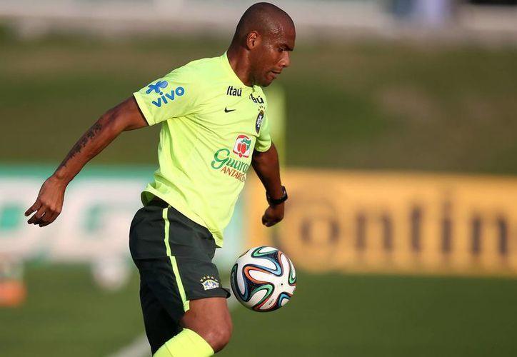 Maicon será sustituido por el sub-21, Fabinho, para el partido amistoso entre Brasil y .Ecuador. (EFE)