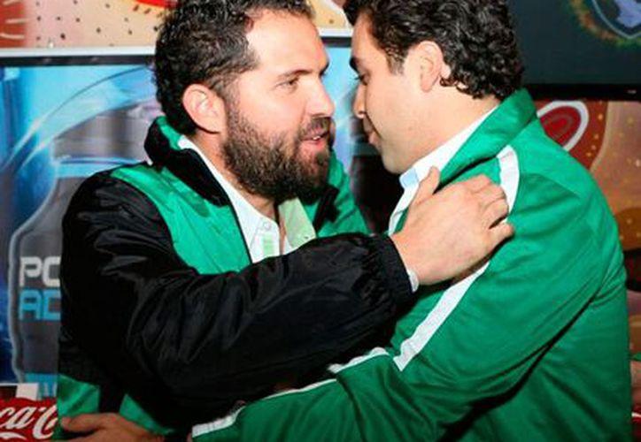 Marcelo Michel Leaño fue presentado como director técnico de Venados FC Yucatán. En la imagen, se abraza con Rodolfo Rosas, presidente del equipo. (Marco Moreno/SIPSE)