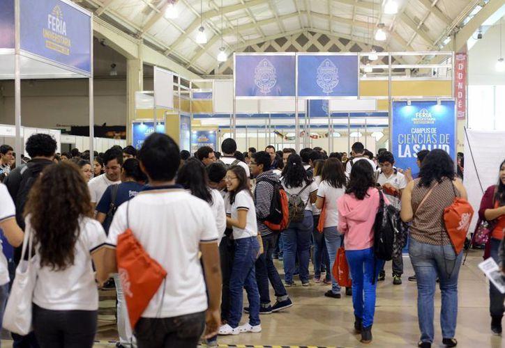 La Feria Universitaria de Profesiones busca orientar a los jóvenes sobre sus estudios superiores y en que instituto cursarlos. (Archivo/ Milenio Novedades)