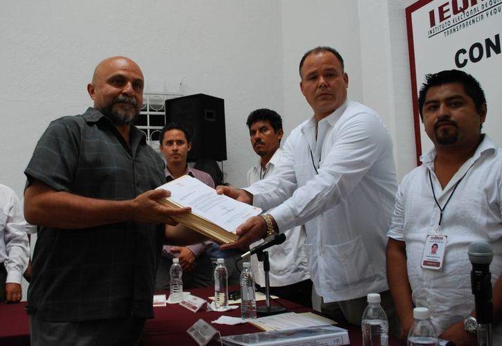 Antonio Cervera León, del Movimiento Ciudadano (MC), hace oficial su candidatura. (Tomás Álvarez/SIPSE)