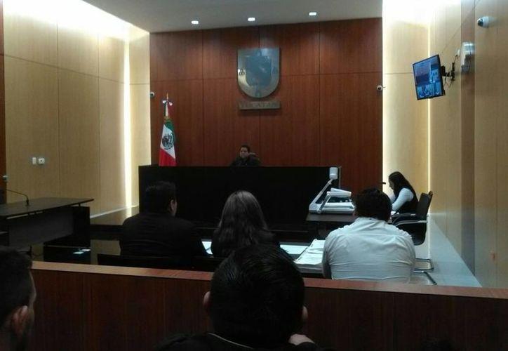 Imagen de la audiencia en la sala 3 del Centro de Justicia Penal de Mérida en contra de  F. S. G, acusado del homicidio de una joven en Conkal. (Imagen de archivo/SIPSE)