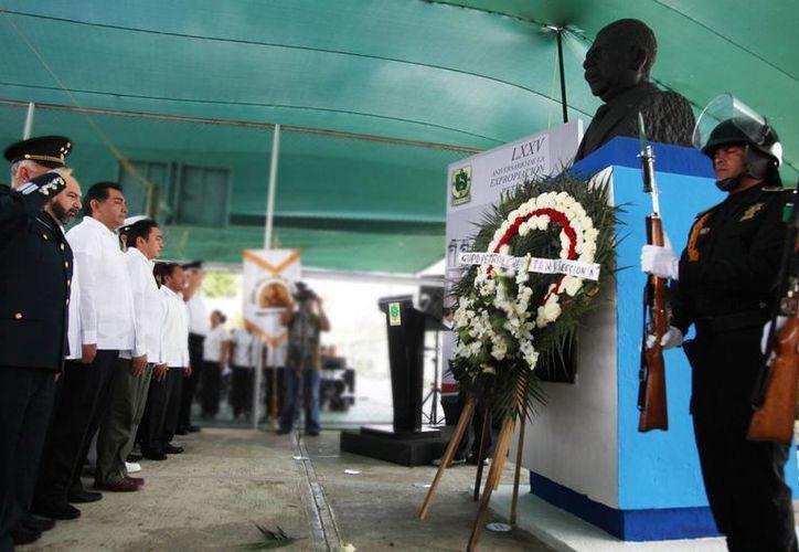 Autoridades rinden homenaje a Lázaro Cárdenas, impulsor de los recursos nacionales. (Cortesía)