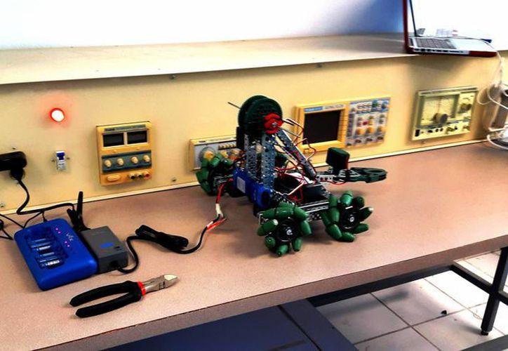 Durante julio se impartirá un curso-taller de robótica para integrar el primer club en la materia, en Playa del Carmen. (Daniel Pacheco/SIPSE)