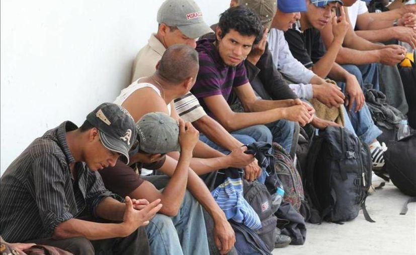 Imagen de un grupo de mexicanos en espera de ser repatriados a su estado correspondiente. INM apoya a los braceros que quieren regresar a su lugar de orígen. (Archivo/SIPSE)