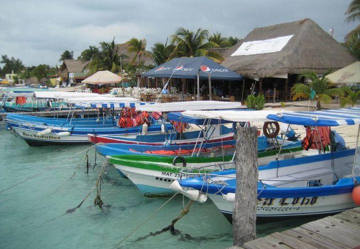 Para pescadores sigue restringida la navegación hasta nuevo aviso. (Lanrry Parra/SIPSE)