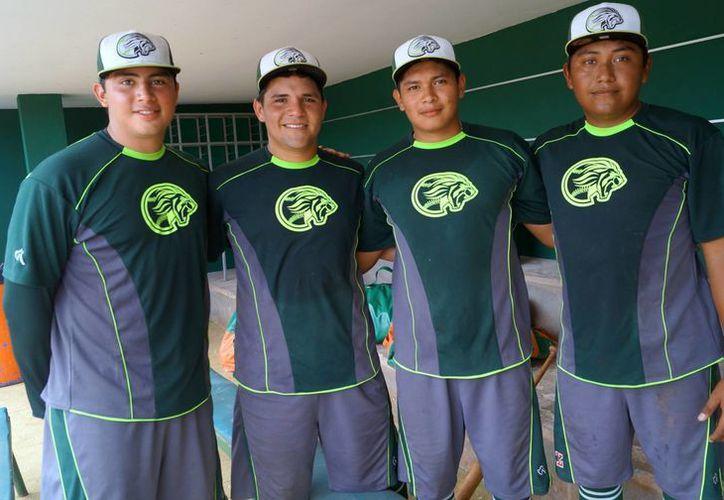 Este es el cuarteto de novatos yucatecos que está entrenando con los Leones esta pretemporada.  (Milenio Novedades)