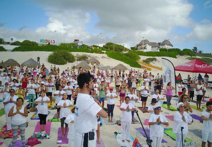 La práctica de yoga genera beneficios físicos, mentales e incluso espirituales. (Facebook/Día Internacional de Yoga)