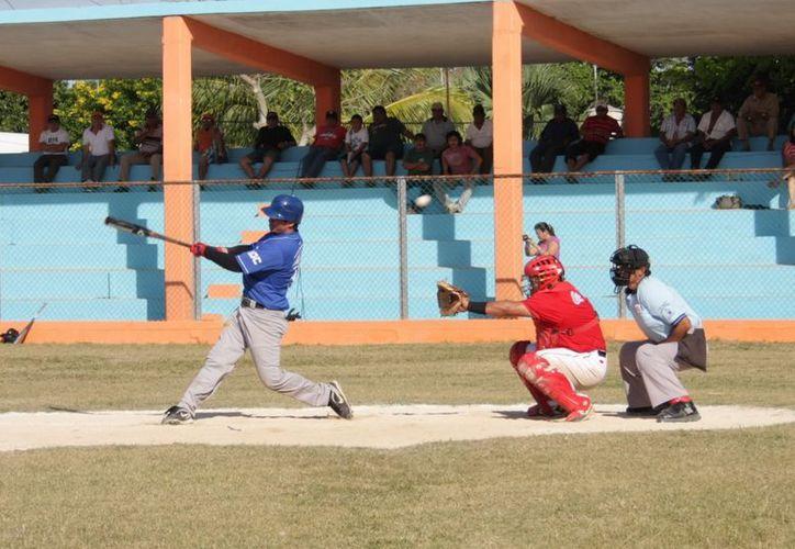 Los Diablos de la colonia Bojórquez ganaron a Timucuy, en la novena jornada de la Liga Interestatal 'Naxón Zapata'. (SIPSE)