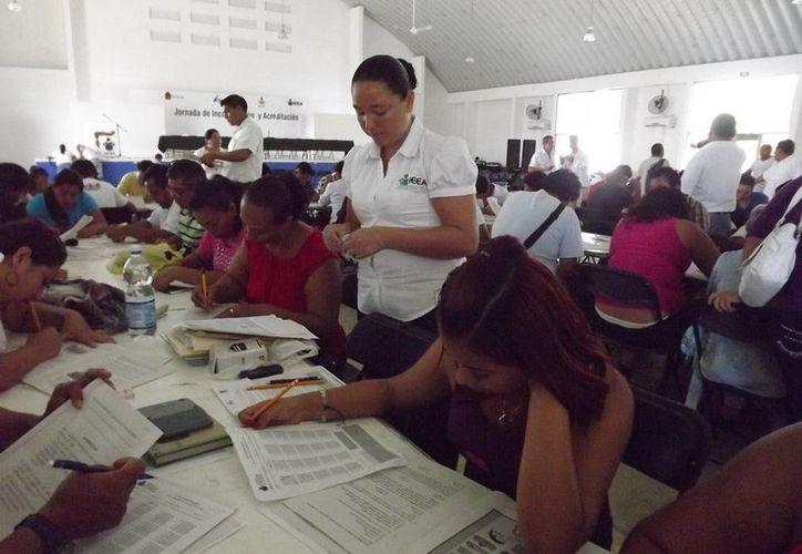 Un total de 23 mil 471 personas en Q. Roo se inscribieron en este año a alguno de los programas del Instituto Estatal para la Educación de Jóvenes y Adultos. (Ángel Castilla/SIPSE)