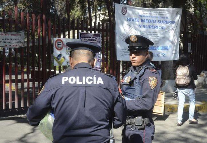 Los delincuentes amagaron al personal y robaron vales de despensa. (Foto: Animal Político)